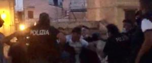 Movida pericolosa a Palermo, poliziotti aggrediti in piazza Magione mentre sedavano una rissa