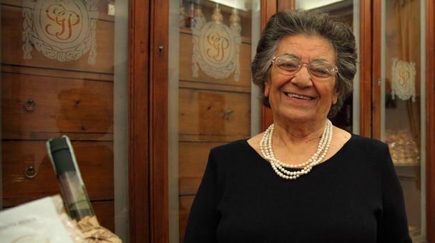 agira, Nonna Vincenza, Vincenza Lo Faro Pistone, Catania, Società