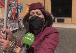 Air Italy, a Montecitorio la protesta dei lavoratori: «Subito un tavolo con Giorgetti» Centinaia di persone in piazza per scongiurare i licenziamenti e per salvare la compagnia - Ansa
