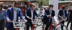 Il sindaco di Catania Pogliese tra coloro che hanno provato le nuove biciclette