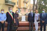 I vertici dell'OMCeO con la moglie e la figlia di Giabbarrasi e il sindaco