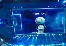 Copa America, l'emozionante omaggio in realtà aumentata a Maradona Prima della partita di Copa America tra Argentina e Cile, allo stadio Olimpico Nilton Santos di Rio de Janeiro - Dalla Rete