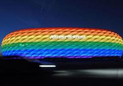 Europei: lo stadio di Monaco con i colori arcobaleno per la partita Germania-Ungheria Un chiaro messaggio al premier ungherese Orbán e alla controversa legge contro i temi LGBT+ nelle scuole approvata qualche giorno fa  - Dalla Rete