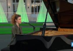 Festa della Repubblica, Frida Bollani Magoni e la toccante esecuzione dell'Inno al piano La performance della giovanissima musicista in apertura della cerimonia al Quirinale - AGTW