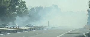 Domenica di incendi: a Balestrate fiamme vicino ad un deposito di pneumatici, chiuso un tratto dell'autostrada