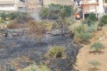 Malore mentre spegne un incendio nel suo terreno, pensionato muore a Catenanuova