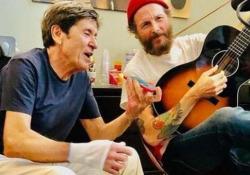 """«L'Allegria», la nuova canzone di Gianni Morandi scritta da Jovanotti I due artisti avevano annunciato l'uscita su Instagram: """"È il pezzo del millennio"""" - Ansa"""