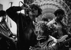 Leo Gassmann, il video di «Down»: «Un brano per scacciare i propri mostri» Esce venerdì il brano con cui il cantautore sceglie di esorcizzare i problemi legati ad un periodo difficile della sua vita. - Corriere Tv