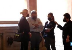 Michele Merlo, anche Emma Marrone alla camera ardente a Bologna La cantante, che era stata coach di Mike Bird ad «Amici», ha abbracciato i familiare del giovane cantante scomparso  - AGTW