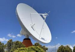 Viaggio nel Centro del Fucino di Telespazio: come funziona l'internet satellitare Un enorme distesa di 170 antenne nel cuore degli appennini abruzzesi. Da qui si gestiscono le soluzioni satellitari di telecomunicazione. Tra cui quelle di internet satellitare. L'intervista a Alessandro Ca...