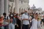 Da lunedì 2 italiani su 3 in zona bianca, ma non la Sicilia: l'Isola deve attendere altri 9 giorni
