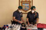 Prodotti falsi a Caltanissetta: sequestrati 700 capi tra maglie, scarpe e accessori