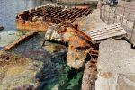 Porto di Filicudi: i vecchi lavori di ampliamento in abbandono