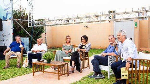 Da sinistra: Onufrio greenpeace - Peraino sindaco - Marcatajo unipa - Di Maria amnesty - Infantino arpa - Bellia siciliambiente