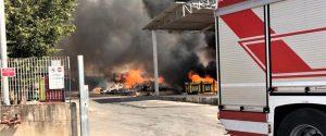 Comiso, spento l'incendio al Centro Comunale raccolta rifiuti: nessuna abitazione in pericolo