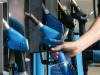 Benzina: scende a 1,653 euro, primo calo da novembre 2020