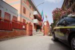 Caltanissetta, falso medico con camera iperbarica e cura anti-Covid: denunciato