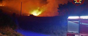 Incendi, notte di fuoco in provincia di Palermo: case evacuate a Piana degli Albanesi