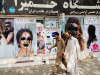"""Afghanistan, i talebani: """"Le donne possono lavorare ma nel rispetto della legge islamica"""""""