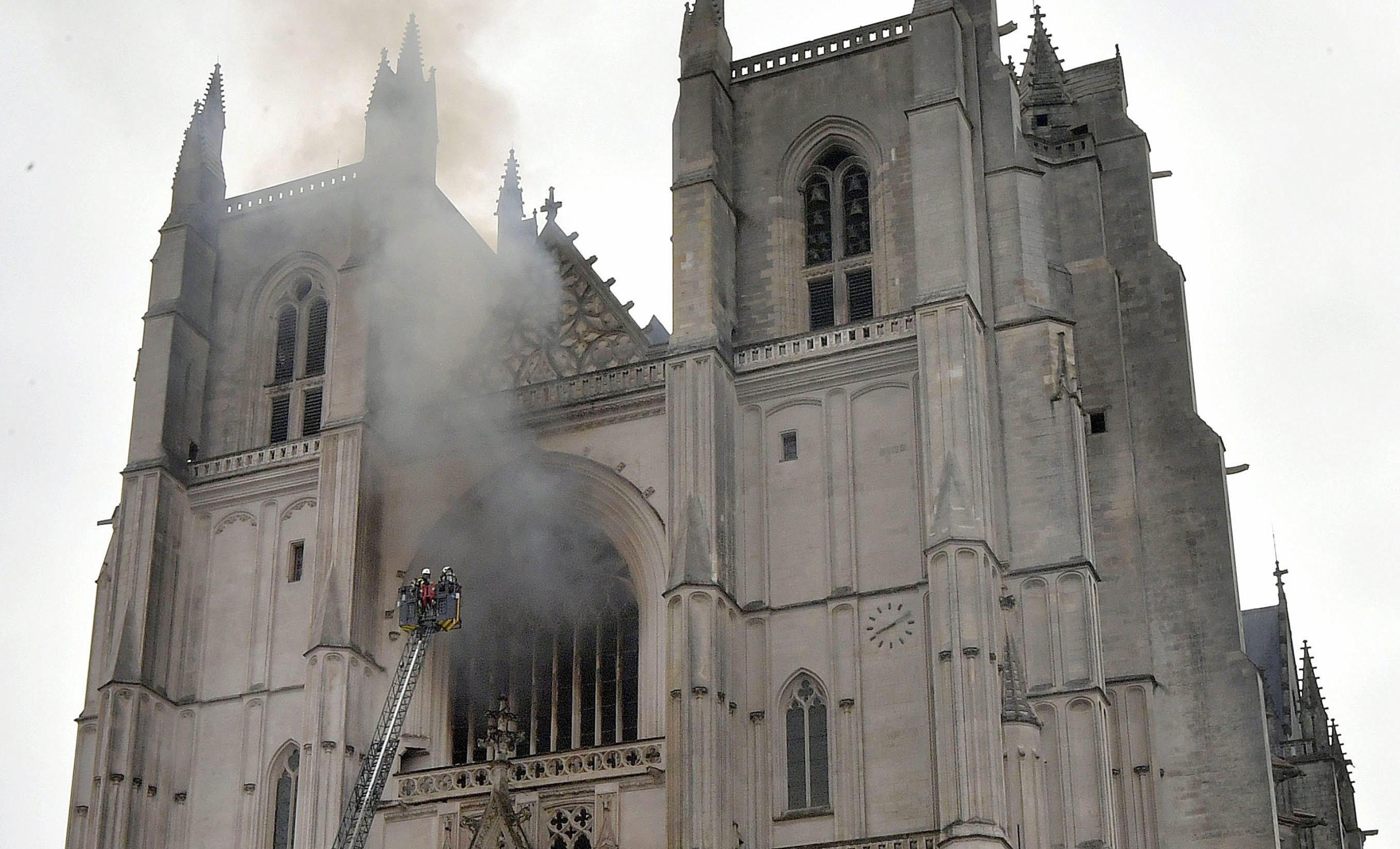 Prete ucciso in Francia, sospettato il rifugiato che incendiò la Cattedrale  di Nantes - Giornale di Sicilia