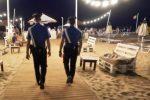 Rubano cellulari ai giovani nella notte di Ferragosto, due arresti a Ragusa