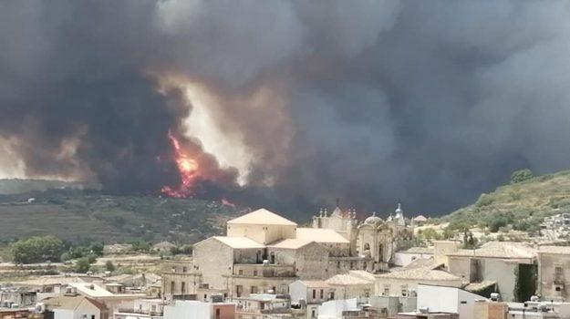 incendio, Ragusa, Cronaca