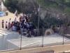 Lampedusa, l'hotspot è pieno: il video dalla struttura tra i migranti che cantano