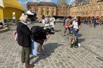 La giovane pupara siracusana Alessandra Mauceri incanta la Francia
