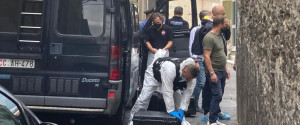 I carabinieri nella strada del delitto