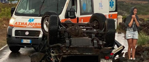 Auto distrutta dalla tromba d'aria