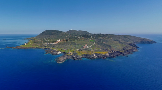 Panoramica di Ustica (foto di Vincenzo Ambrosanio)