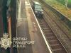 Mitsubishi Pajero viaggia fuorilegge sui binari del treno