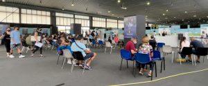 Gente in attesa del vaccino alla Fiera del Mediterraneo di Palermo
