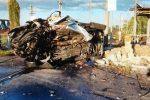 L'auto su cui viaggiavano le due soldatesse dopo l'incidente