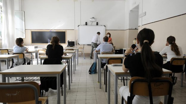 Scuola, via libera all'assunzione di 112.473 docenti: in Sicilia i posti sono 4.212