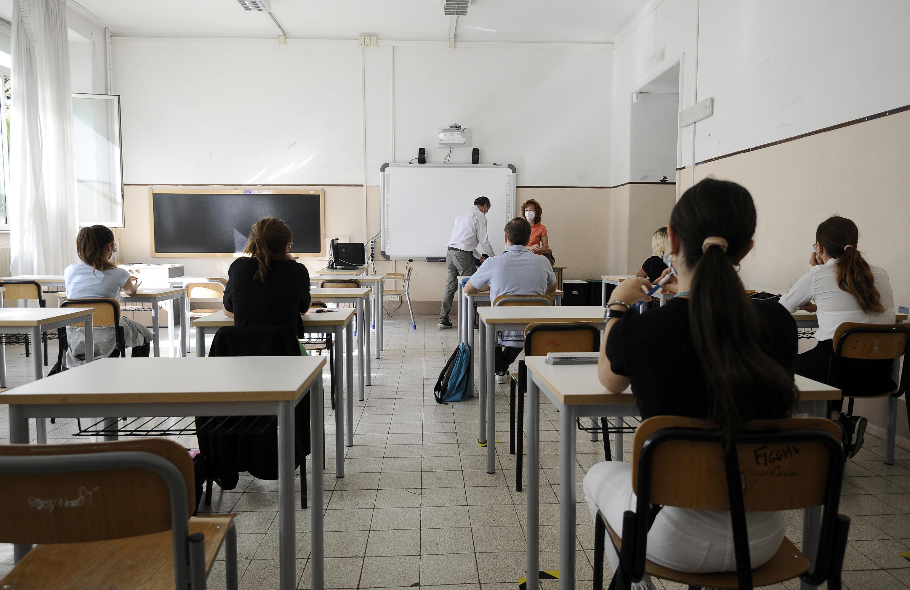Green pass obbligatorio a scuola, in Sicilia corsa al vaccino per prof e  personale: in arrivo le regole sull'app - Giornale di Sicilia