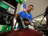 Benzina, prezzi ancora su, per servito fino a 1,95 euro