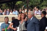Angelo Giorgianni sul palco in piazza del Popolo durante la manifestazione no green pass