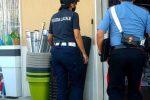 Carabinieri e vigili controllano il negozio di Melilli