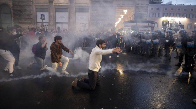 scontri a Roma, Sicilia, Cronaca