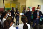 Il questore di Caltanissetta riconsegna alla scuola il computer e i tablet rubati