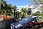 San Giovanni La Punta: lei vuole denunciarlo per violenza, lui la chiude in casa coi suoceri