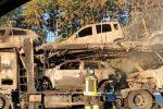 In fiamme camion che trasporta auto sulla Catania-Messina, illeso il conducente