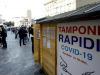 Diverse persone in coda per il test del tampone rapido covid 19 davanti a una farmacia in Porta  Venezia a Milano