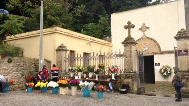 L'ingresso del cimitero comunale di Erice
