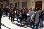 Protesta a Racalmuto dopo i raid vandalici nelle scuole