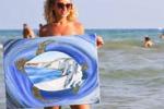 La pittura tra gli ombrelloni: artisti in spiaggia a Realmonte
