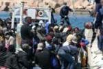 Lampedusa, sbarcati 127 migranti eritrei: il video dei soccorsi