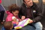 I doni degli alunni di Pisa per gli immigrati di Lampedusa