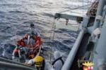 I 233 migranti soccorsi a sud di Lampedusa: le immagini